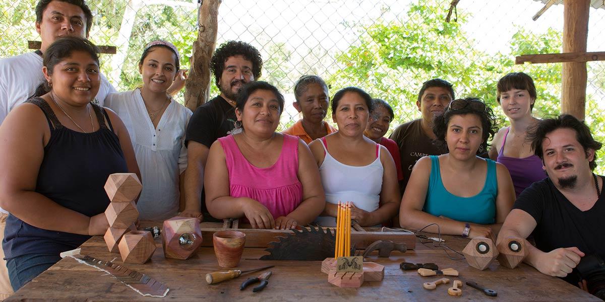 Taller colaborativo para crear objetos de madera recuperada fabricados por comunidades de Calakmul.